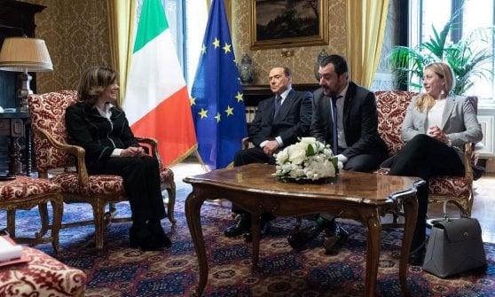 """Di Maio: """"Ok al sostegno di Forza Italia, ma governo solo con la Lega"""". Salvini: """"Intesa subito o scendo in campo"""""""