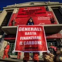 Generali, la protesta di Greenpeace