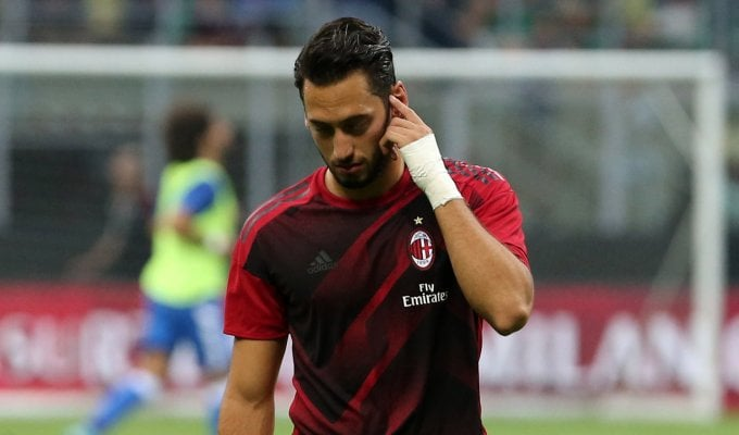 Milan, sospiro di sollievo: Calhanoglu salterà solo il Benevento
