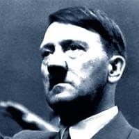 """Ascoli, professore fa gli auguri di compleanno a Hitler su Facebook poi dice: """"Sono stato..."""