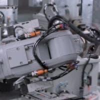 Apple, obiettivo riciclo: il robot Daisy smonta 200 iPhone all'ora