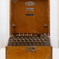 Forte Braschi, così gli 007 spiavano durante la Guerra Fredda. Esposta Enigma, macchina...