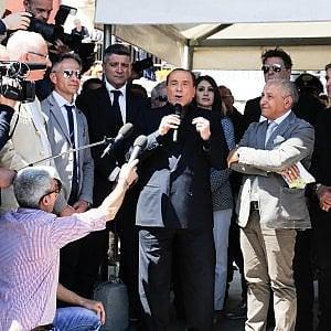 """Berlusconi: """"I 5Stelle? Li manderei a pulire i cessi"""". Salvini: """"Chi guarda sinistra si chiama fuori"""""""