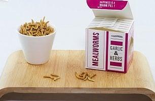 Carrefour lancia una linea di prodotti a base di insetti