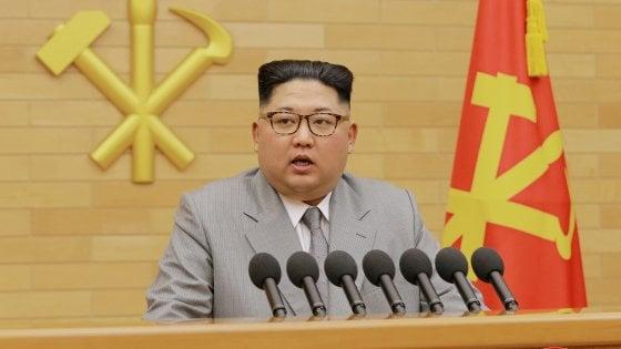 """Corea del Nord, la svolta di Kim Jong-un: """"Da oggi stop ai test missilistici, pronti a chiudere sito nucleare"""""""