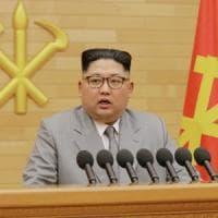"""Corea del Nord, la svolta di Kim Jong-un: """"Da oggi stop ai test missilistici, pronti a..."""