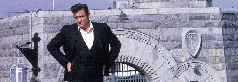 """Johnny Cash, 50 anni fa il suo live 'fuorilegge': """"Gli uni accanto agli altri: io e i ribelli""""  · video At San Quentin"""