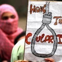 India, pena di morte a stupratori bimbe minori di 12 anni. Ong: una violenza