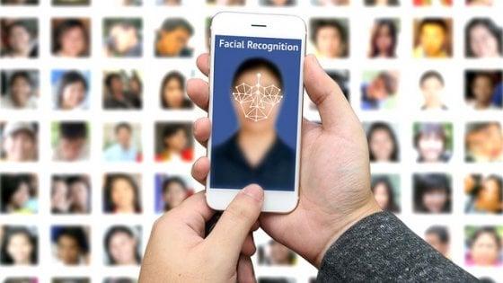 Facebook avvisa gli utenti: possibile attivare il riconoscimento facciale