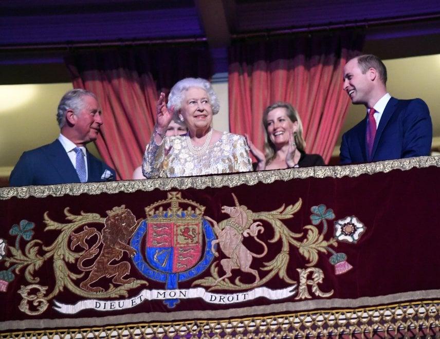 Regno Unito, parata di stelle per i 92 anni di Elisabetta II