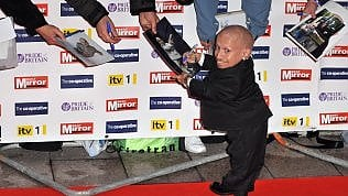 Addio a Verne Troyer, uomodi 81 centimetri diventato cult: era il Mini-me di Austin Powers