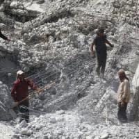 Siria, a Raqqa scoperta fossa comune. Potrebbero esserci fino a 200 corpi