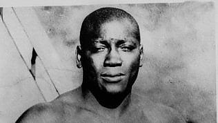 """Trump riabilita Jack Johnson,il primo campione nero della boxecondannato per """"immoralità"""""""