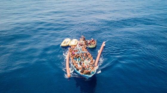Migranti, naufragio nel mare di fronte alla Libia: 11 morti, 263 soccorsi