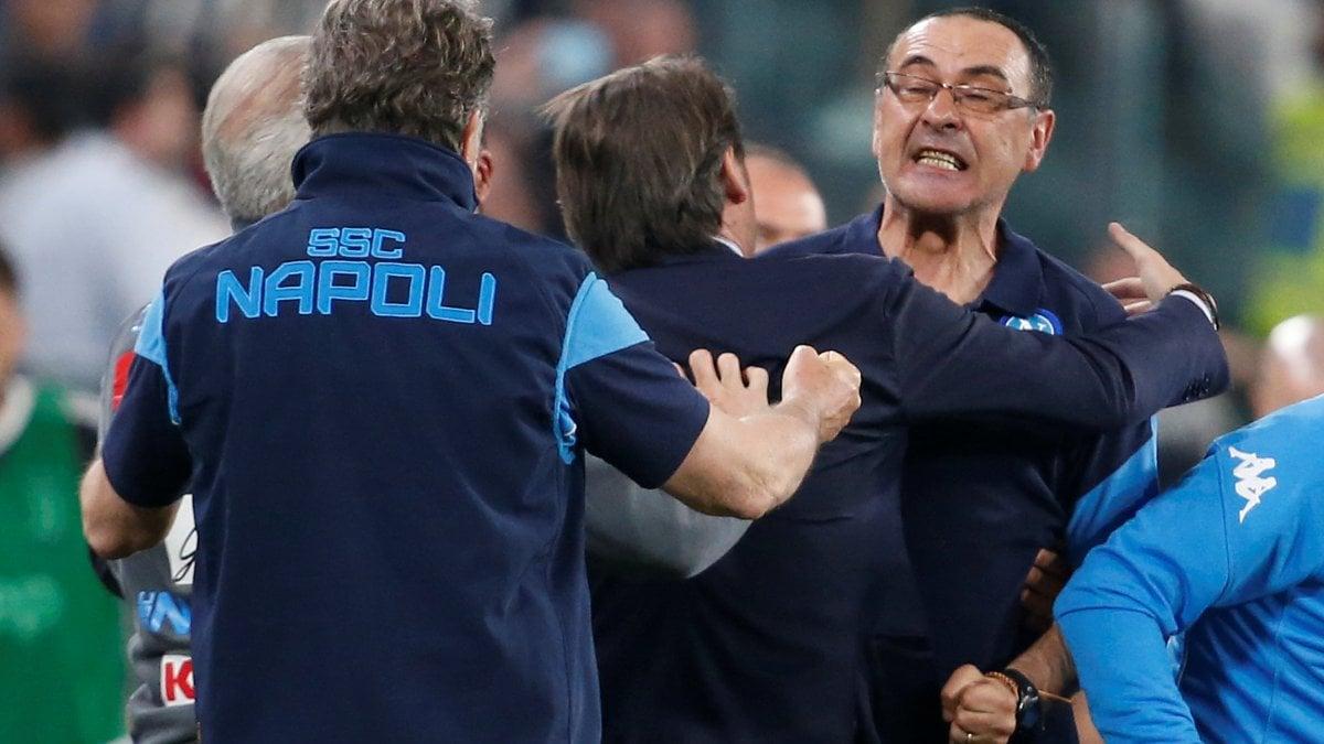 1abc0051a5 Napoli, gioia Sarri: ''Vincere è stupendo, ma loro sono sempre davanti'' -  Repubblica.it