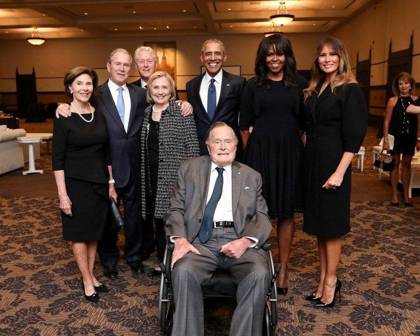 Quattro presidenti (e 4 first lady) in una foto: lo scatto ai funerali di Barbara Bush