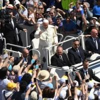Il Papa regala tremila gelati ai senzatetto nel giorno del suo onomastico