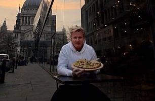 Gordon Ramsay prova la pizza vegana, e scoppia la pace  con gli animalisti