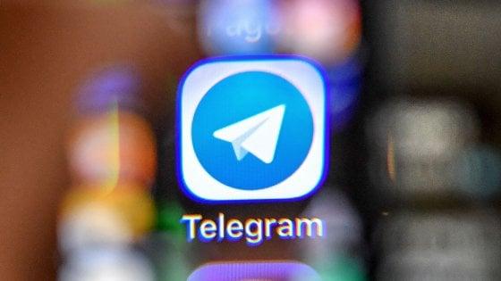 Russia, aeroplanini dalle finestre per Telegram: la protesta