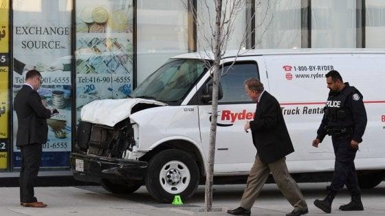 """Canada, furgone fa strage tra i passanti: 10 morti. Arrestato uno studente. """"Voleva uccidere"""""""