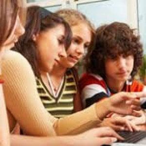 Adolescenti italiani 31 ore a settimana sul web