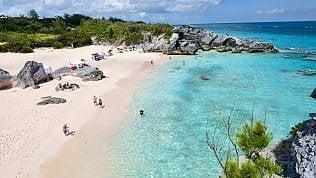 Ai tropici per creare invidia social:così un'agenzia e due influencercreano la vacanza da osentare