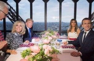 Formaggio di capra, agnello  e vini dell'Oregon: così Trump prende per la gola Macron