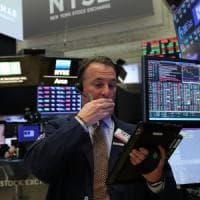 Borse europee in affanno dopo la frenata di Wall Street. Spread ancora giù