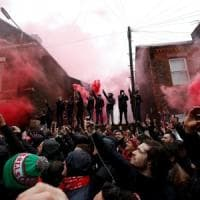 Incidenti prima di Liverpool-Roma, in coma il tifoso dei Reds. Arrestati due ultrà giallorossi. Uefa minaccia punizioni durissime