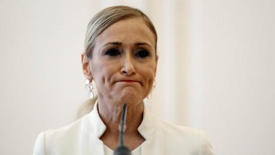 """Spagna, governatrice di Madrid lascia dopo video in cui ruba al supermarket. Lei si difende: """"E' un linciaggio"""""""