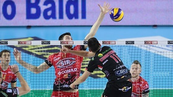 Volley, finale scudetto: Civitanova rimonta Perugia e porta la serie in parità