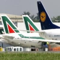 """Alitalia, altri sei mesi per la vendita. Lufthansa: """"Vogliamo compagnia ristrutturata"""""""