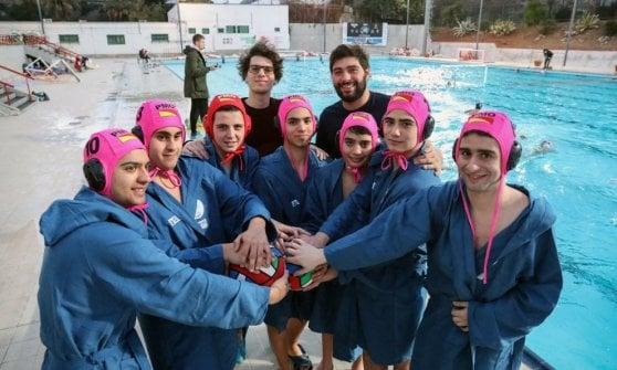 Rivoluzione pallanuoto: ecco i Delfini blu, la prima squadra per disabili e normodotati