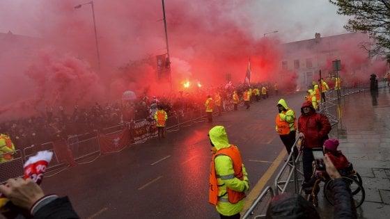 Incidenti Liverpoool-Roma, rinviati a giudizio due tifosi giallorossi. Cade accusa di tentato omicidio