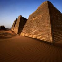 La piramide nascosta che fa sognare il Sudan.