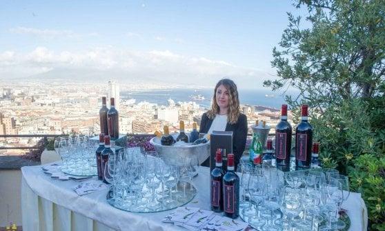 E a maggio tutta Napoli diventa il regno del vino