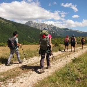 """La lunga marcia nelle """"terre mutate"""", il turismo solidale attraversa l'Italia"""