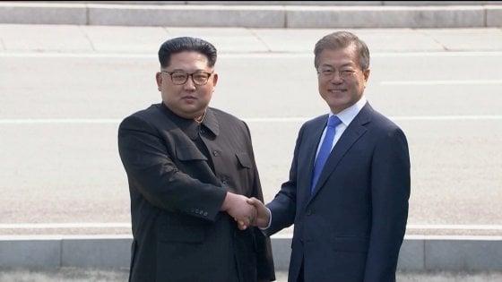 """Coree, il vertice di pace fra Kim e Moon: """"Guerra finita, impegno per completa denuclearizzazione"""""""