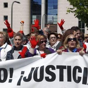 Condanna lieve per lo stupro di gruppo, ondata di proteste in Spagna