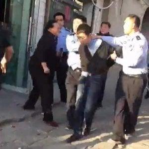 Cina, armato di coltello uccide sette studenti fuori da scuola