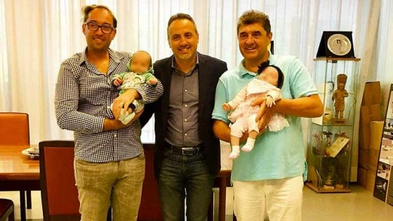 Gabicce Mare come Torino: l'anagrafe comunale iscrive i gemellini nati da una coppia di padri