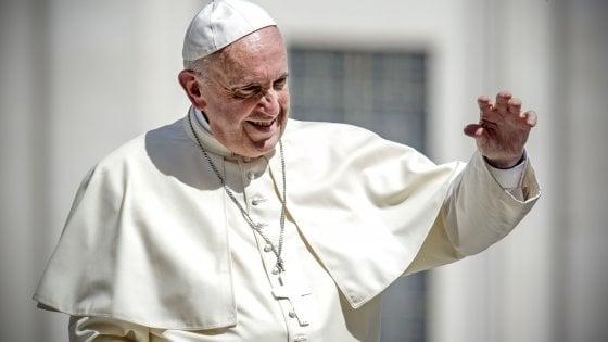 """Papa Francesco: """"Scienza ha limiti da rispettare per il bene dell'uomo"""""""