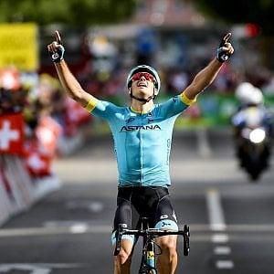 Ciclismo, Giro di Romandia: tappa regina a Fuglsang, Roglic resta leader