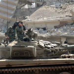 Siria, missili su basi militari ad Aleppo e Hama: almeno 40 morti