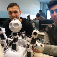 Ecco il robot sommelier: creato dagli studenti di Biella, dà giudizi come un umano