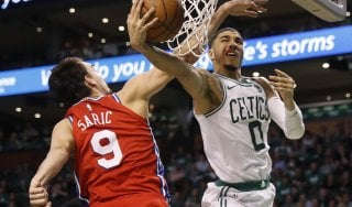 Basket, playoff Nba: Boston super, Philadelphia affonda