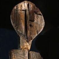 Russia, l'idolo di Shigir batte ziqqurat e piramidi: è la statua più antica del mondo