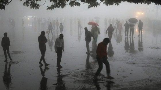 Tragedia in India settentrionale: tempesta di sabbia uccide quasi 100 persone