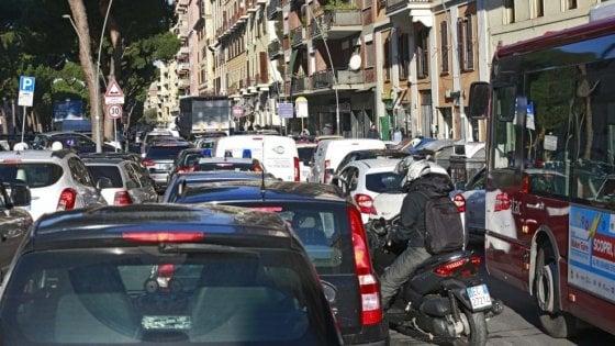 Trasporti, Milano batte Roma: i mezzi pubblici funzionano meglio e costano la metà