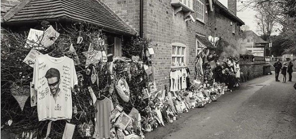 """George Michael, i familiari: """"Via i memoriali dei fan dalle sue case"""""""